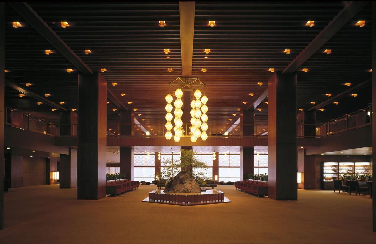 Просторный холл в гостинице