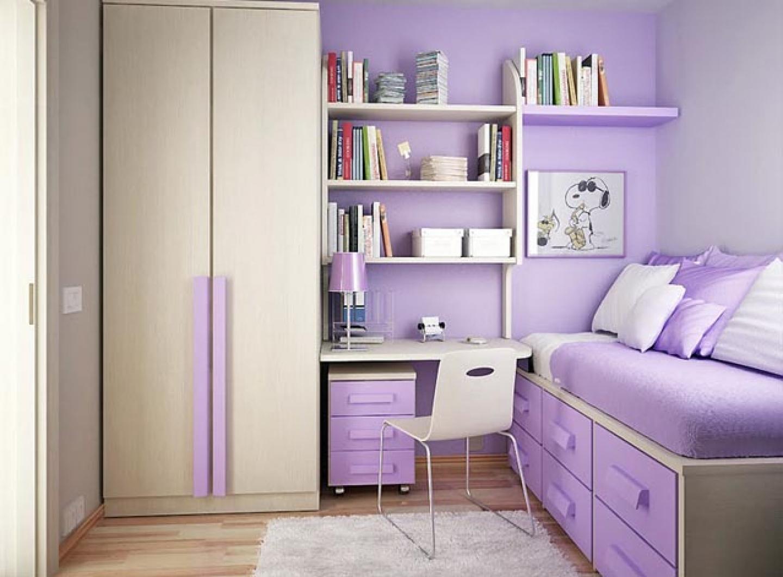 Даже в маленькой комнате можно поместить все необходимое для девочки подростка