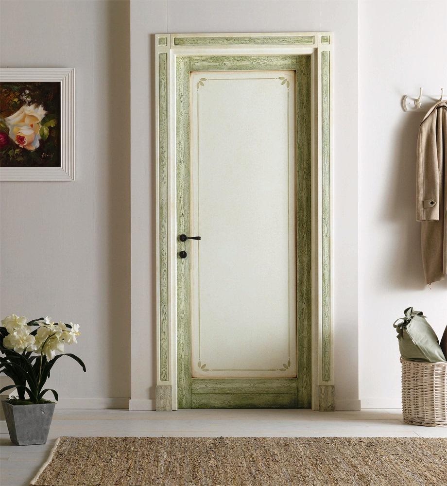 Вариант декорирования старой двери в квартире