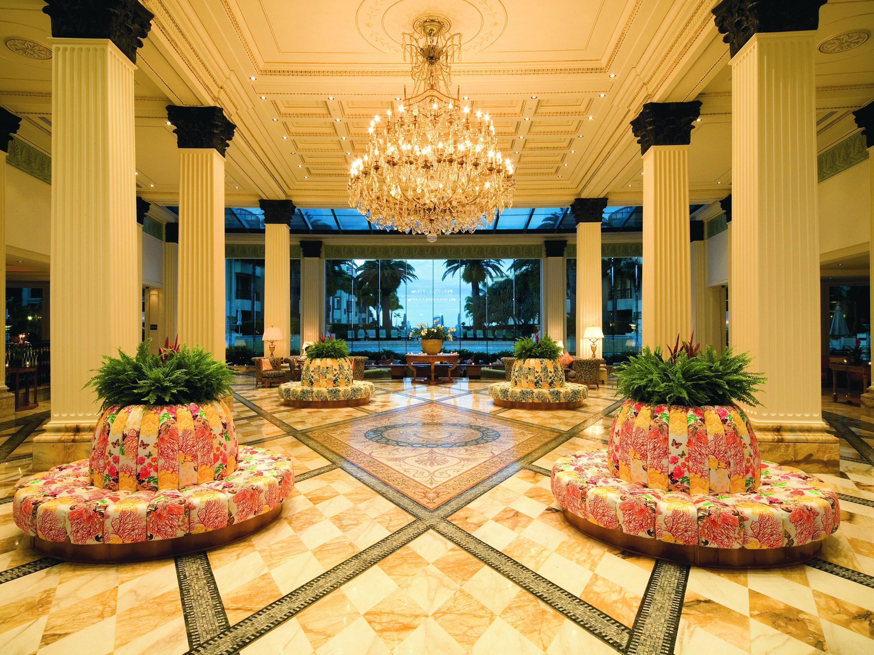 Холл - это первое впечатление клиента о гостинице