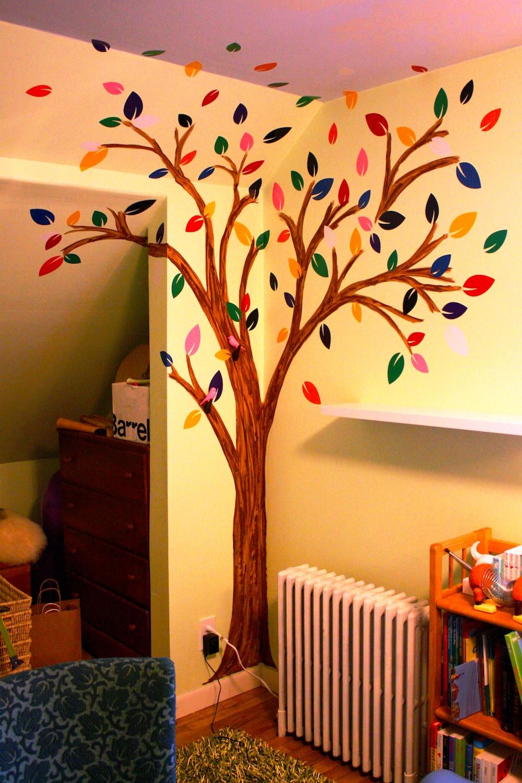 Дерево, нарисованное на стене