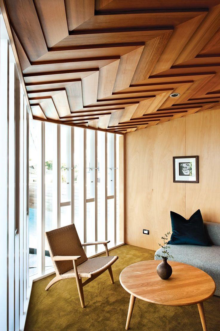Отделка деревом потолка частного дома - экологичный и красивый вариант