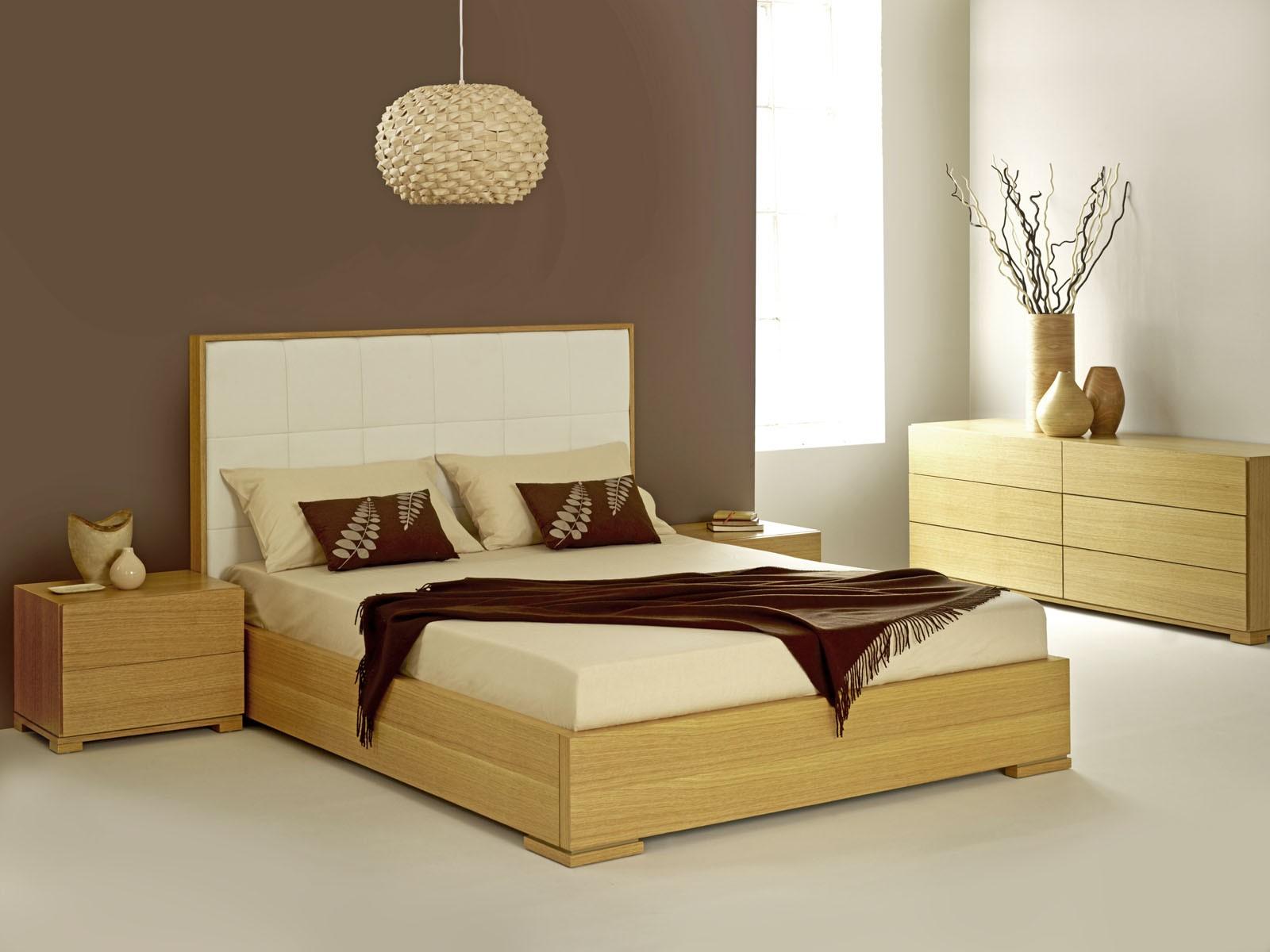Оригинальная люстра отлично впишется в модерновую спальню