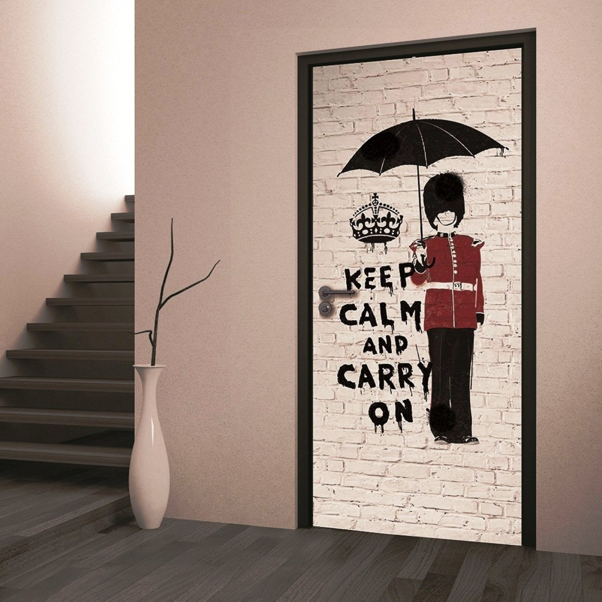 Оригинальная идея для обновления старой двери