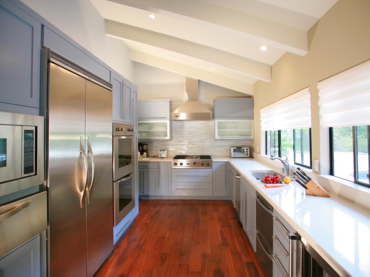 Гипсокартонные конструкции на потолке в кухне