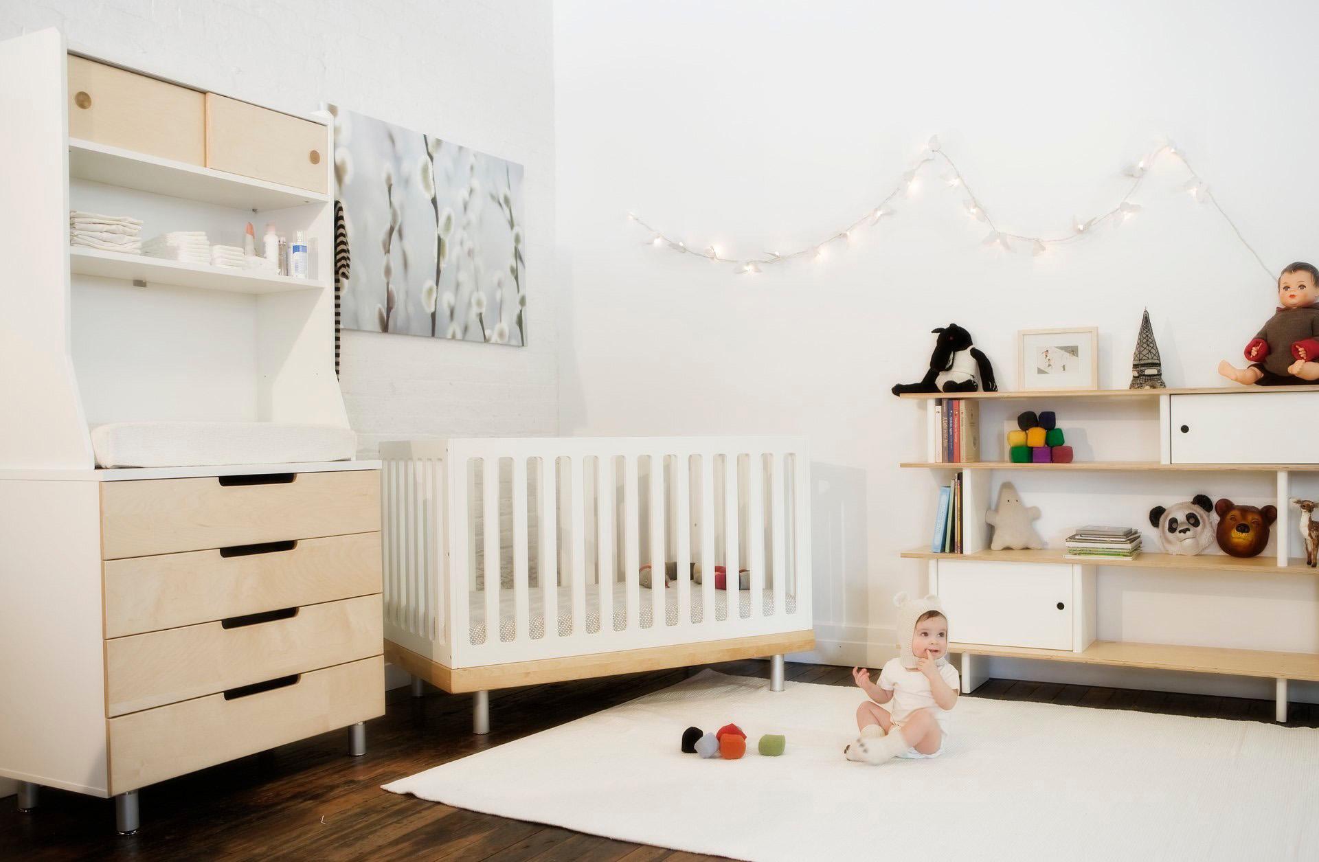 Кроме манежа для ребенка нужно предусмотреть шкаф, полочки и безопасную игровую зону