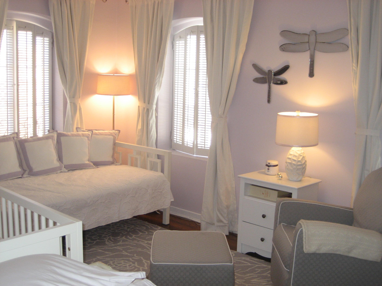 В разных зонах комнаты важно продумать правильное освещение