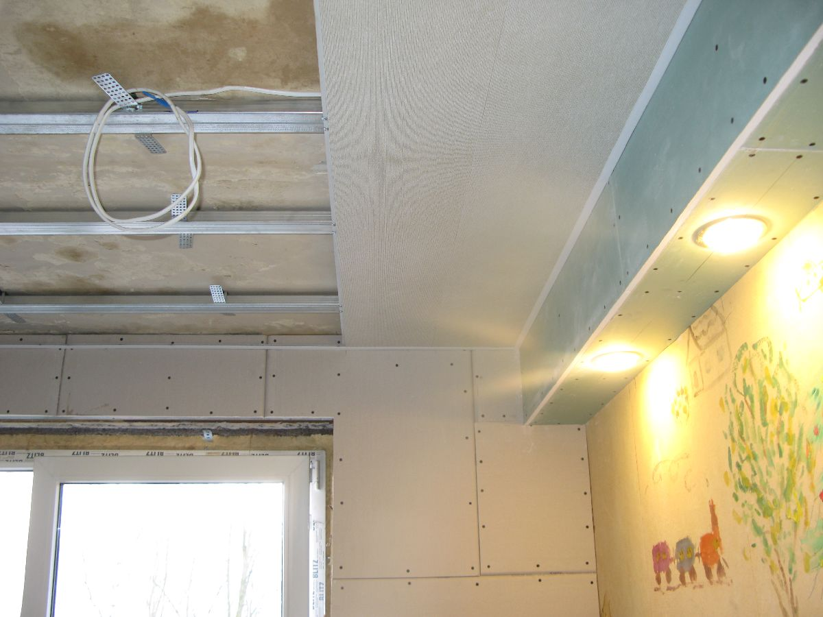 Монтаж пластиковых панелей на потолок в кухне