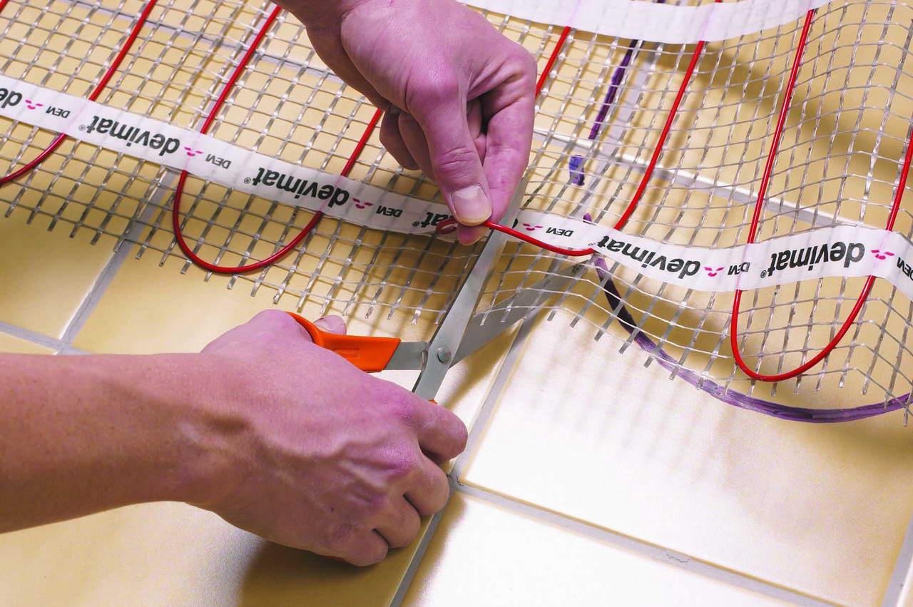 Обрезать нужно не сам кабель, а сетку