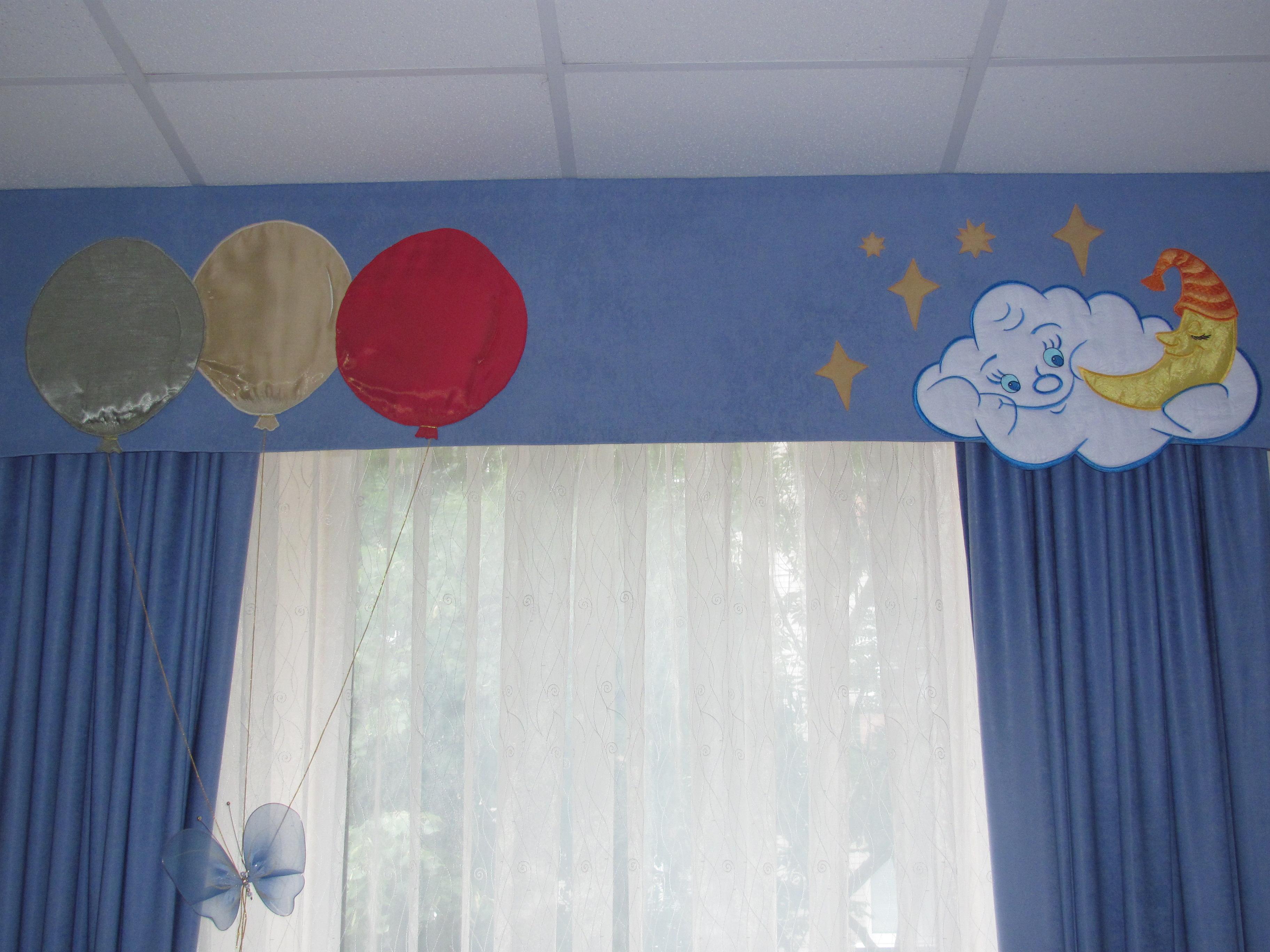Оригинальный жесткий ламбрекен в детской комнате