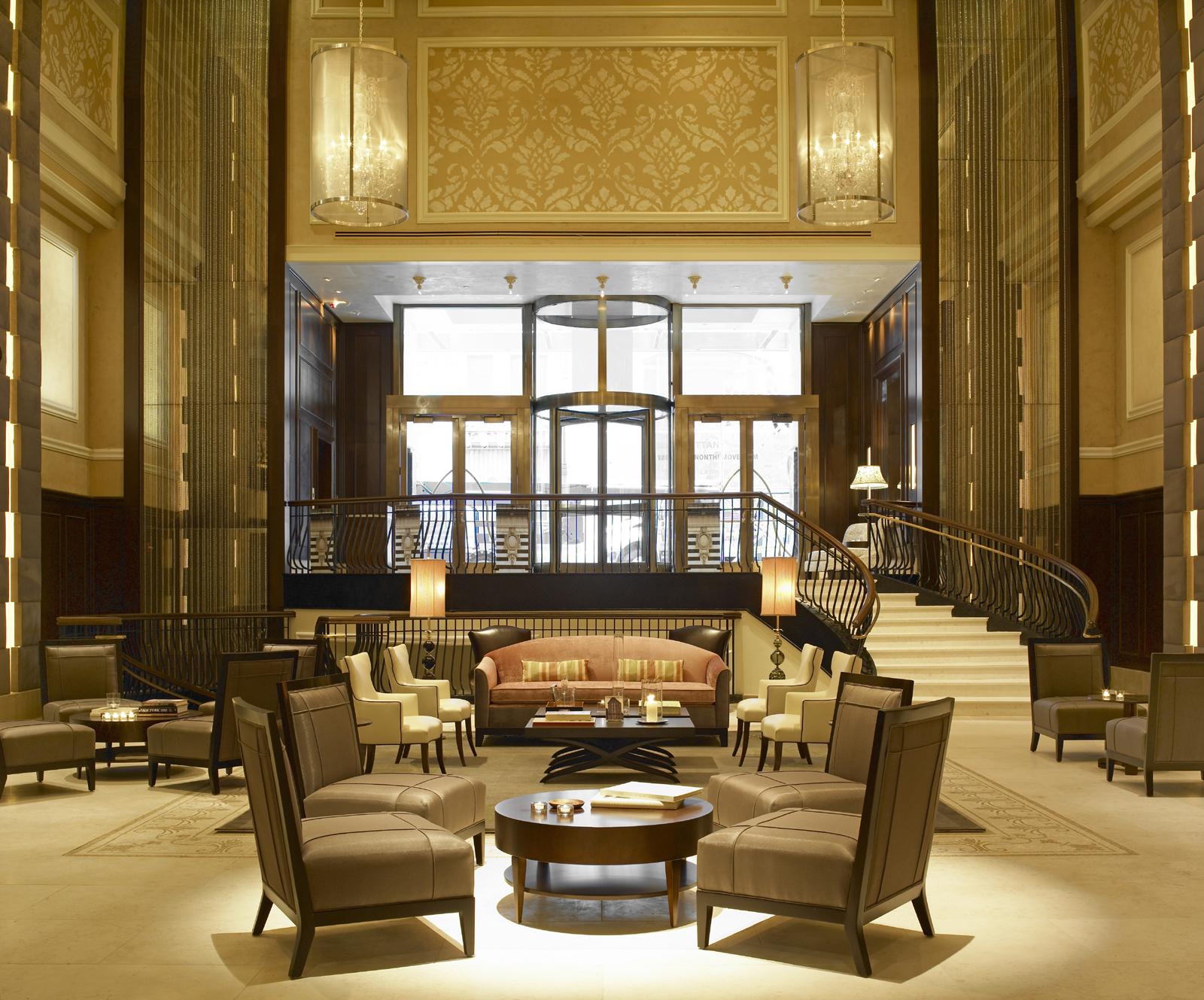 Строгий, классический стиль в оформлении гостиничного холла