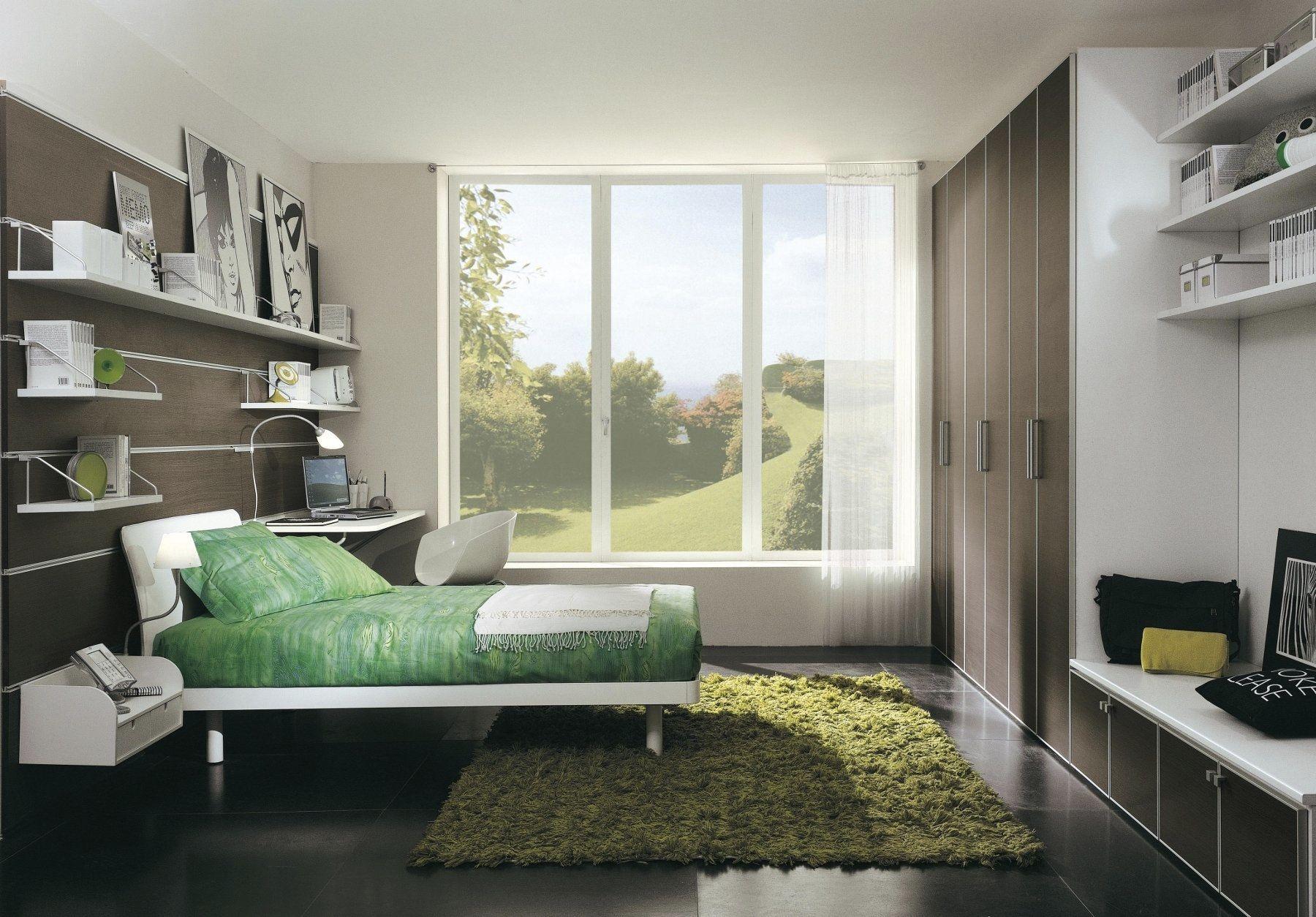 В помещении спальни можно обустроить место для компьютера или чтения