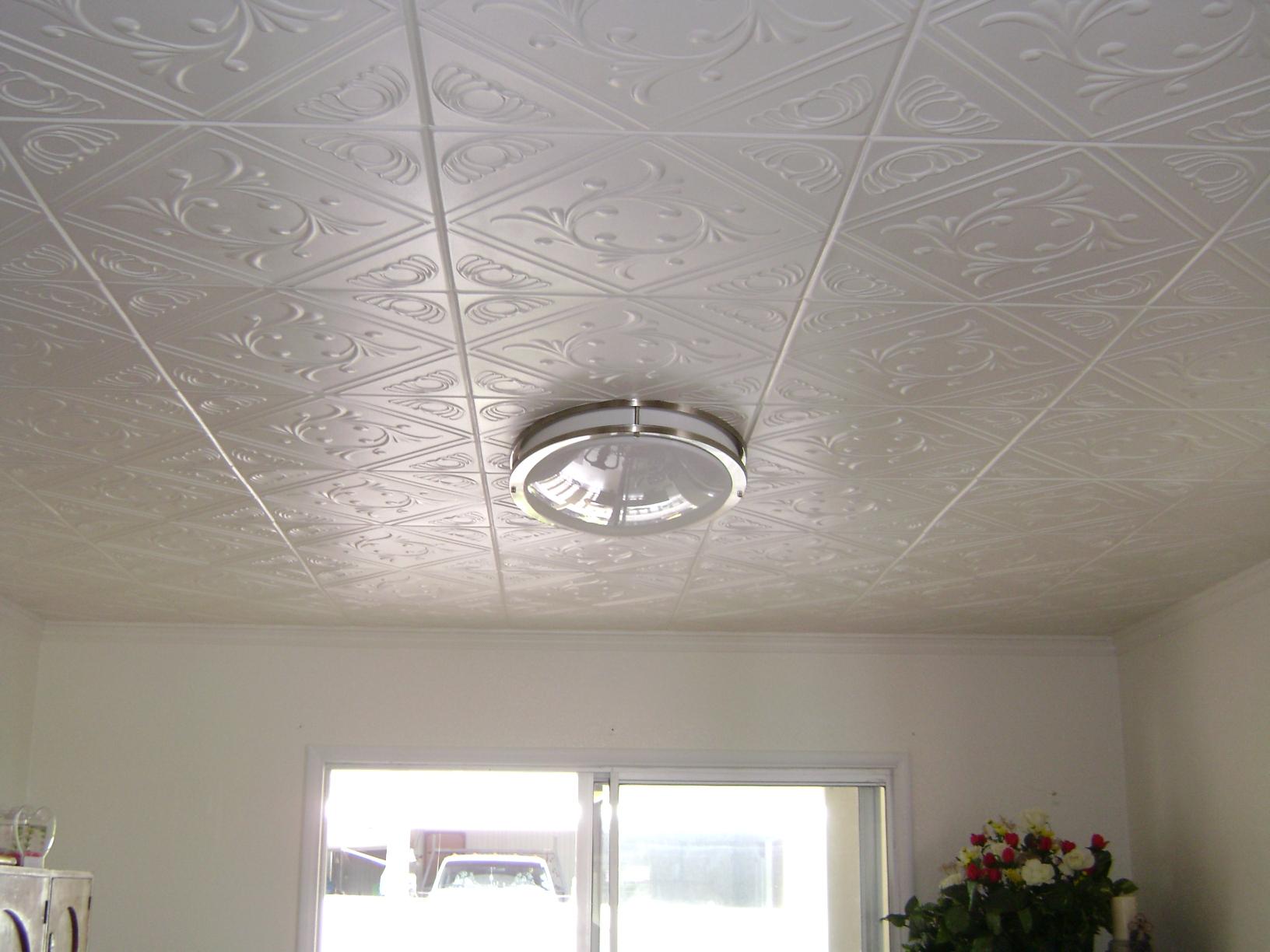 Отделка потолка в кухне плитами стироформа