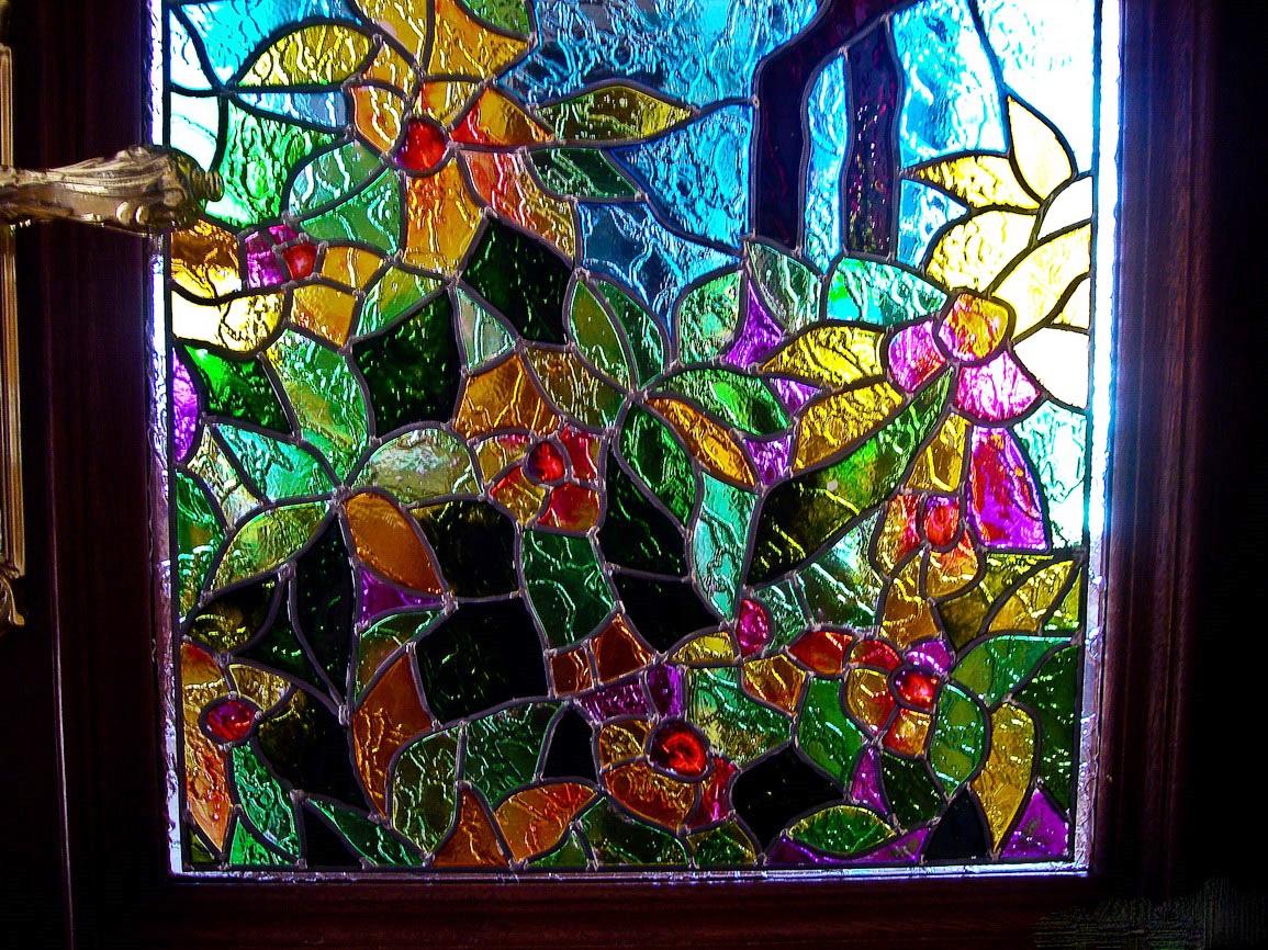 Витраж на стекле двери