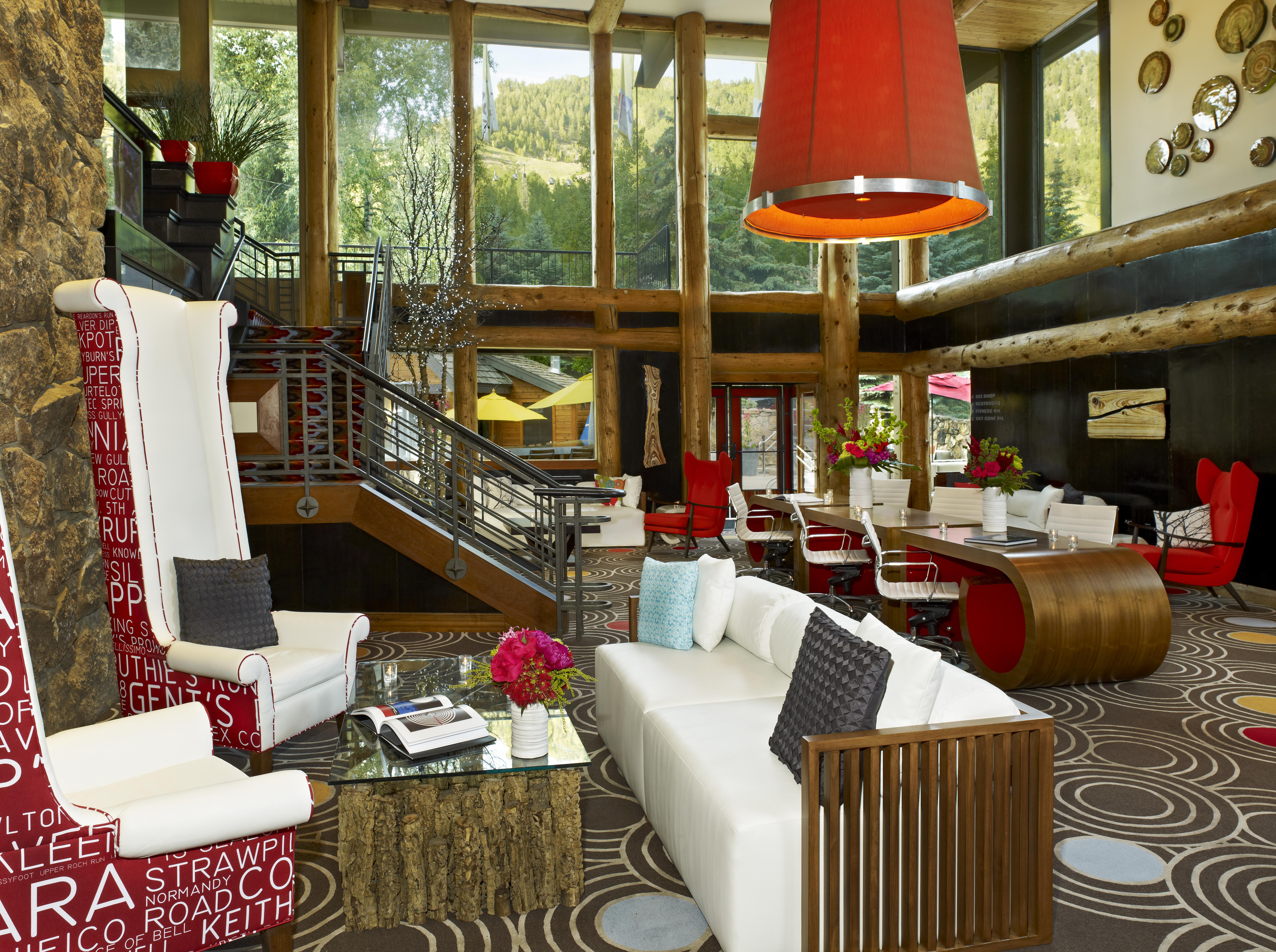 Идея по оформлению небольшого гостиничного холла