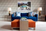 картина в гостиной над диваном