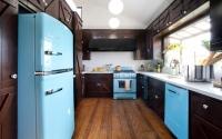 Фото интерьера кухни с холодильником