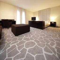 Грамотно подобранное напольное покрытие украсит интерьер комнаты