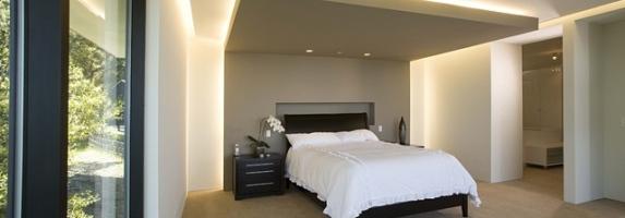 потолок в спальне с подсветкой фото