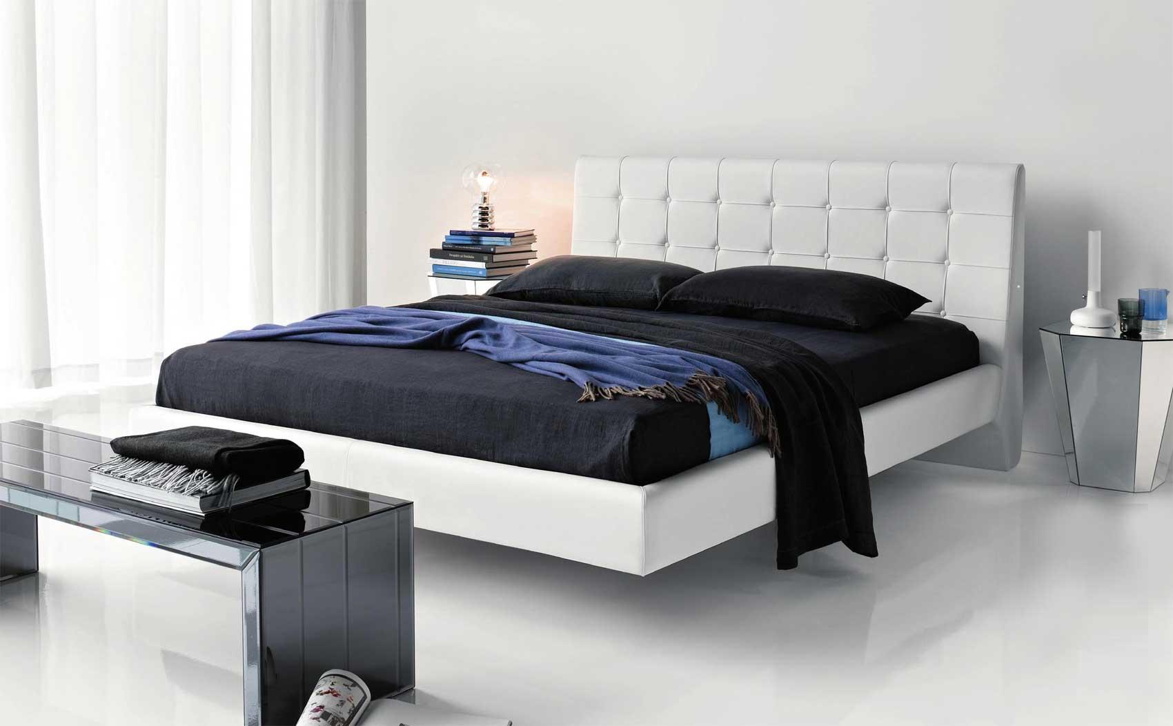 В спальне стиля модерн можно сочетать серые, черные, белые и даже синие оттенки