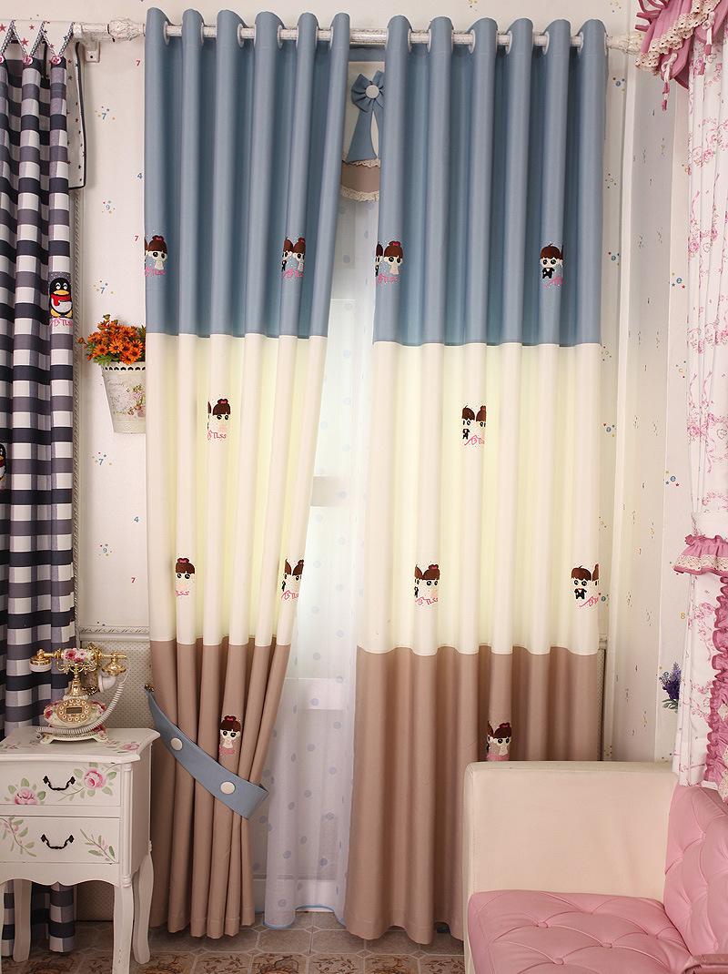 Шторы с вертикальными полосами в детской комнате